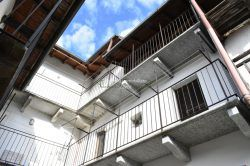 balcony independent house with apartments for sale garden Vezzo Gignese Stresa real estate ellebi