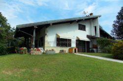 giardino Villa con piscina feriolo di Baveno vendita agenzia immobiliare ellebi