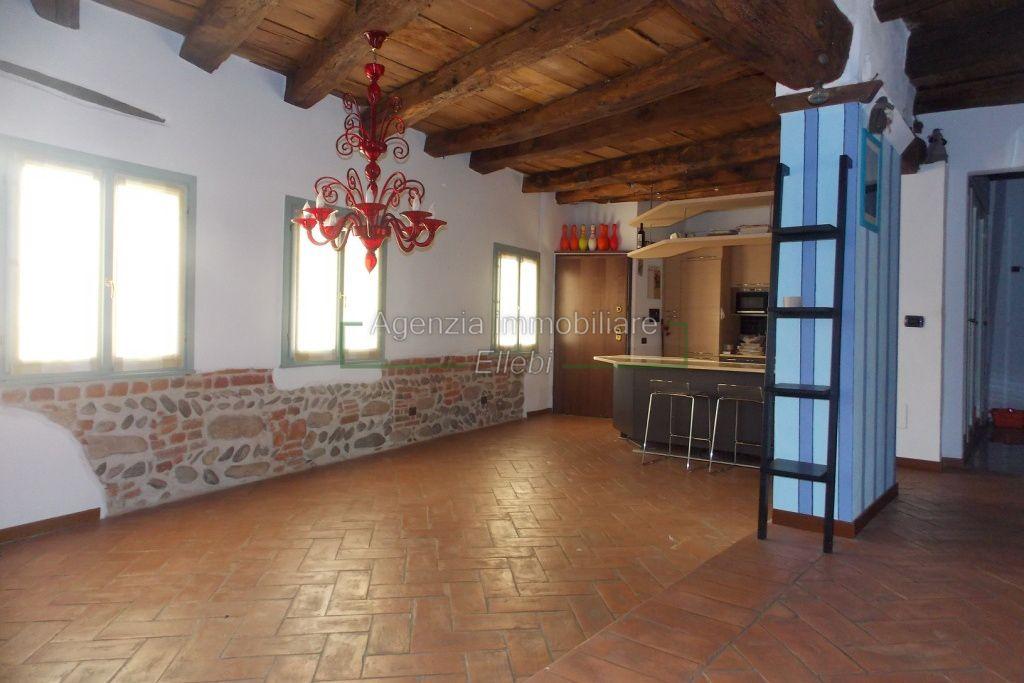 pranzo soggiorno appartamento castello vaprio d'agogna golf vendita agenzia immobiliare ellebi