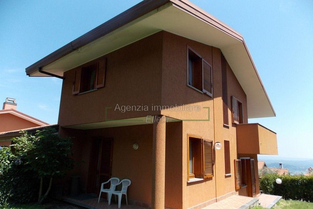 esterno villa in vendita con giardino Massino visconti alto vergante Agenzia immobiliare ellebi