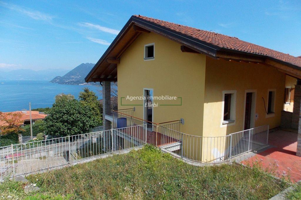 esterno villa bifamiliare Stresa vista lago vendita agenzia immobiliare ellebi