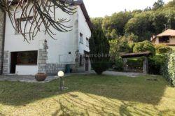 giardino Villa a magognino di stresa vista lago agenzia immobiliare ellebi