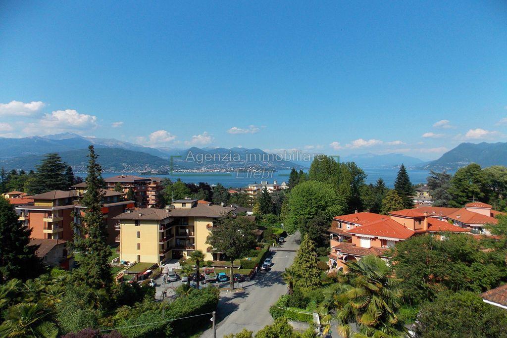 vista lago soggiorno quadrilocale con terrazzo vista lago vendita Agenzia immobiliare ellebi