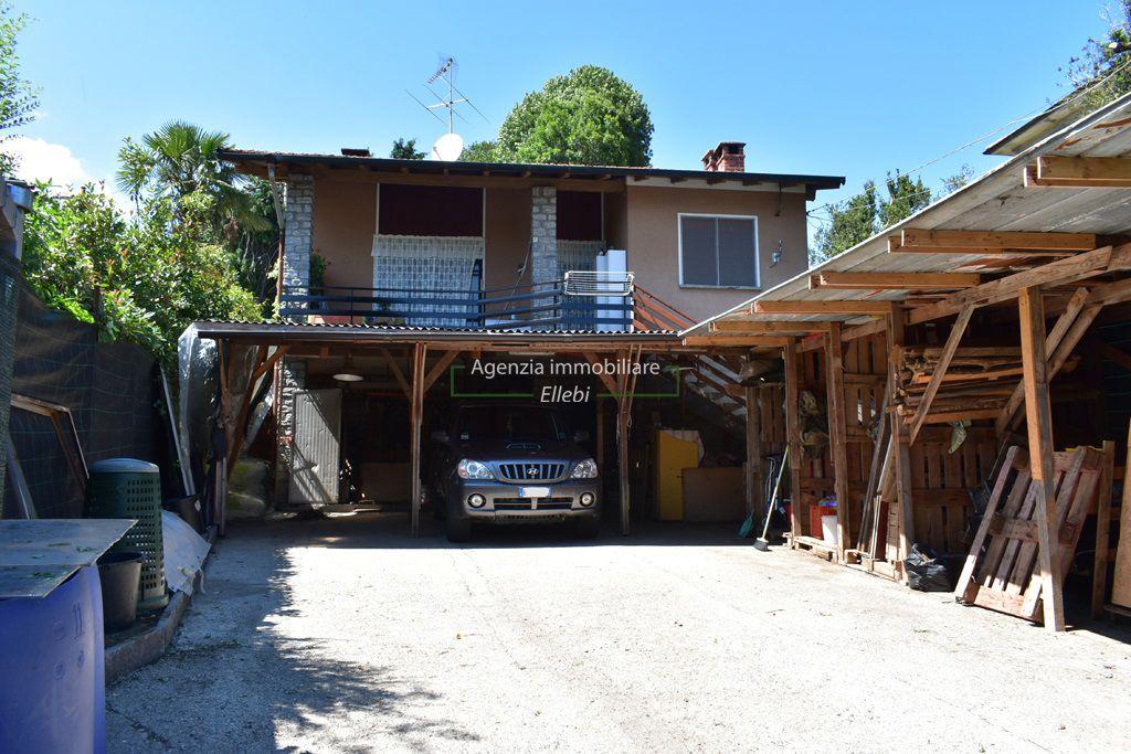 cortile casa indipendente a Brovello carpugnino vendita agenzia immobiliare ellebi
