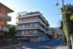 esterno Stresa appartamento quadrilocale in vendita vista lago maggiore, agenzia immobiliare ellebi