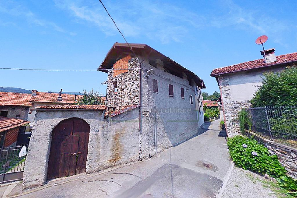 Immobile a Vezzo di Gignese vendesi rustico in centro, agenzia immobiliare