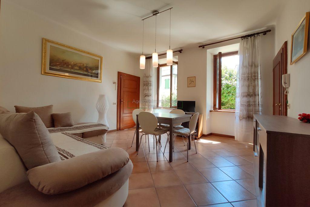 soggiorno appartamento trilocale in vendita in centro Stresa agenzia immobiliare ellebi