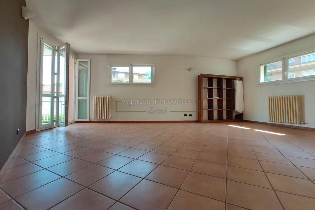 soggiorno quadrilocale in vendita con garage stresa agenzia immobiliare ellebi