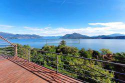vista soggiorno bilocale con terrazzo vista lago ,vignolo di stresa vendita