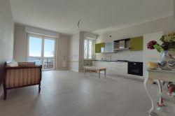 soggiorno trilocale con terrazzo vista lago Maggore vendita agenzia immobiliare Ellebi