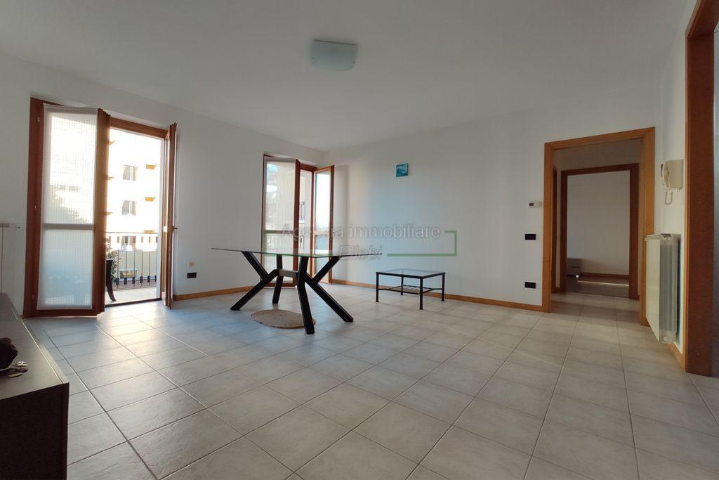 soggiorno Bilocale nuovo con garage e cantina Stresa agenzia immobiliare ellebi