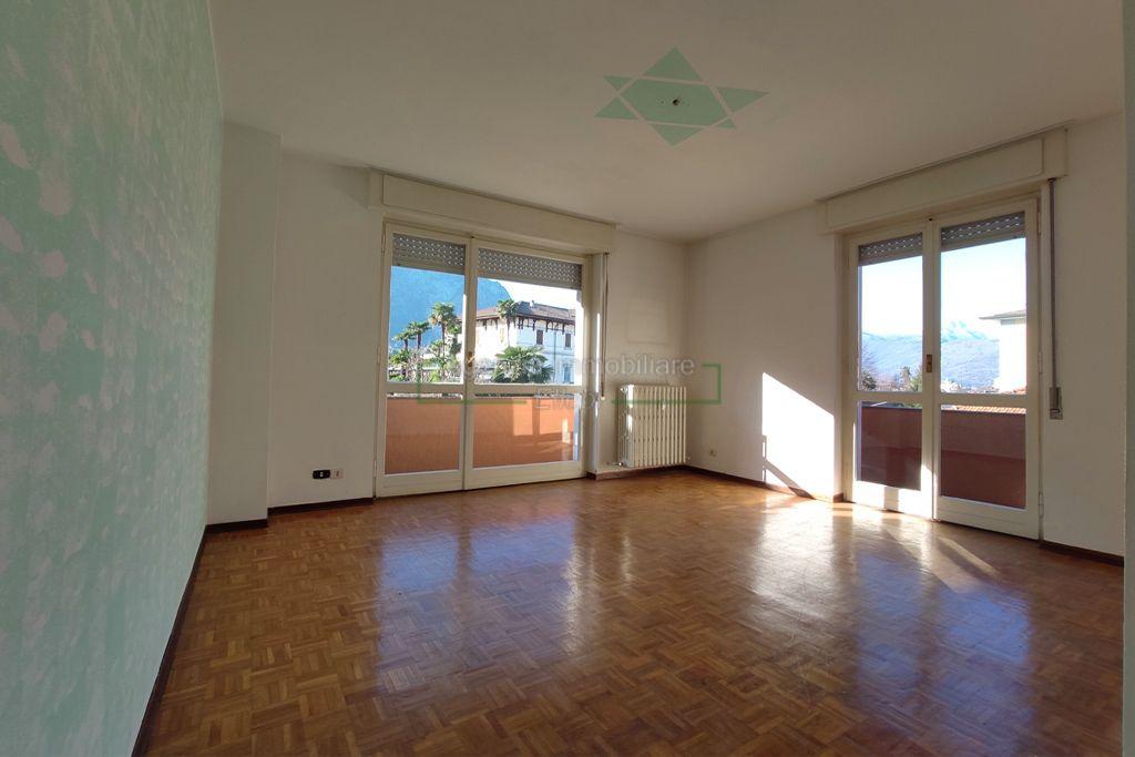 soggiorno trilocale in vendita centro Baveno agenzia immobiliare ellebi