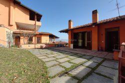 terrazzo trilocale in vendita a Gignese con giardino terrazzo autonomo agenzia immobiliare Ellebi
