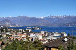 vista lago trilocale con giardino e vista lago mozzafiato stresa vendita agenzia immobiliare ellebi