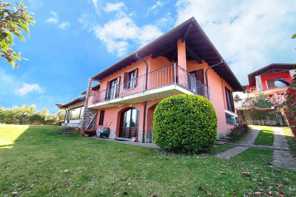 giardino prestigiosa villa privata vista lago Stresa alture agenzia immobiliare ellebi